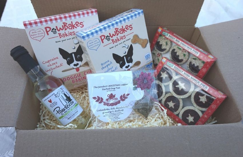 CHRISTMAS PARTY HAMPER XMAS PUDS MINCE PIES DOG TEA PAWSECCO WINE & BAKING KITS